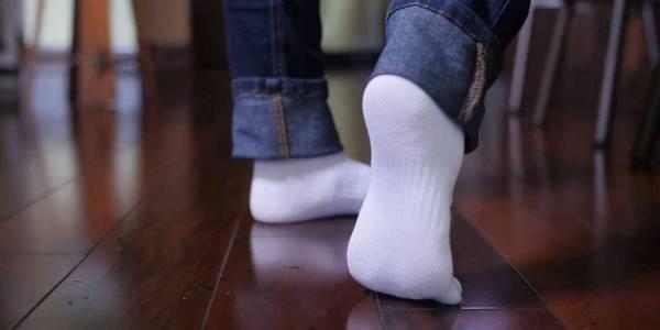 Si ta mbajmë dyshemenë e laminatit të pastër dhe të ndriqueshme